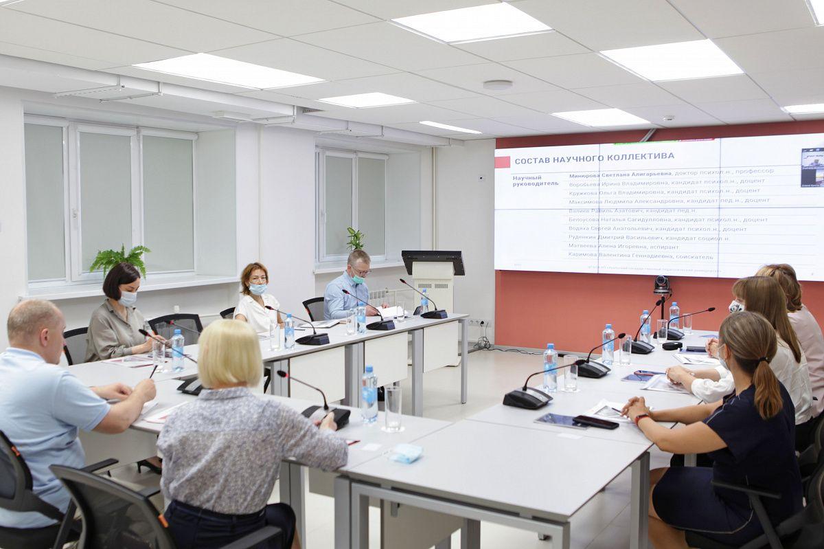 В Центре «Учитель будущего» прошла встреча с Виктором Басюком, профессором МГУ им. М. В. Ломоносова