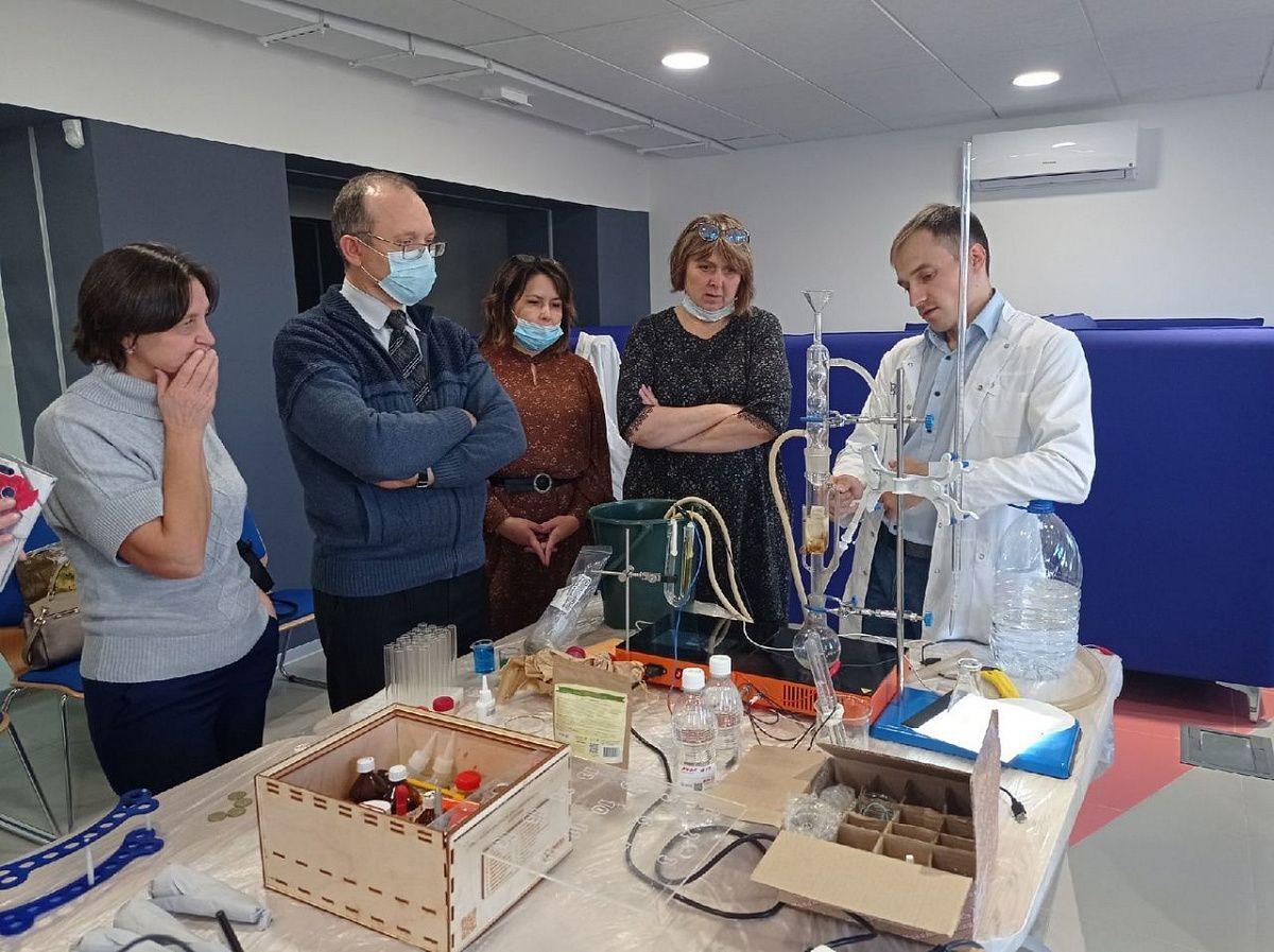 Открытие Уральской школы для учителей химии